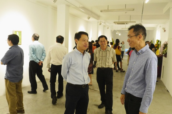 Opening night of the exhibition showing NParks CEO (left) with Chow Ngian (right)